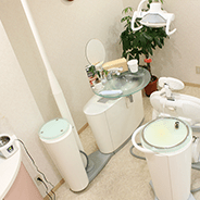 清潔感漂う診療スペース