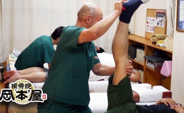 岡本屋では施術の際に運動療法を行います