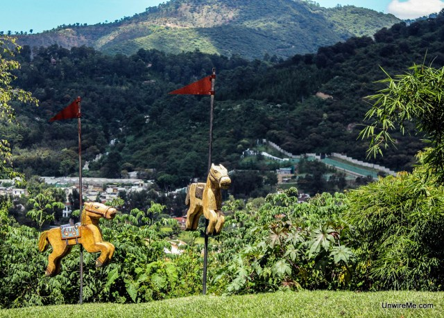 Horse sculptures, Santo Domingo del Cerro
