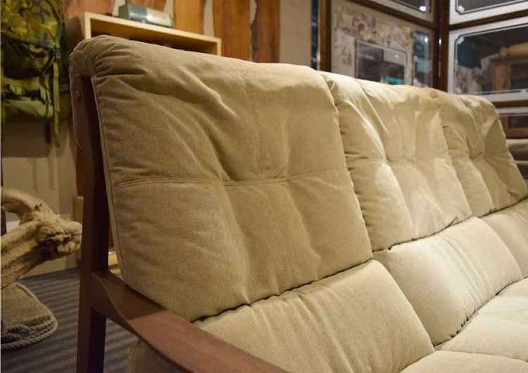 ウォールナットハイバックソファーの背もたれ写真