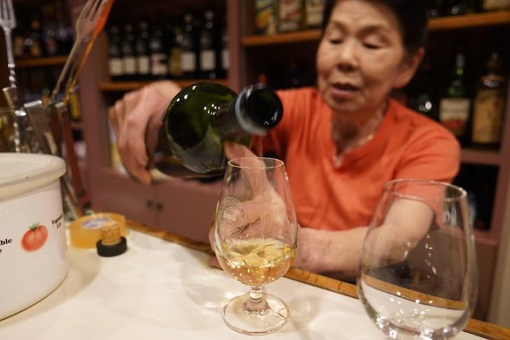 【忘れ貝】ウイスキーを注いでくれるママ