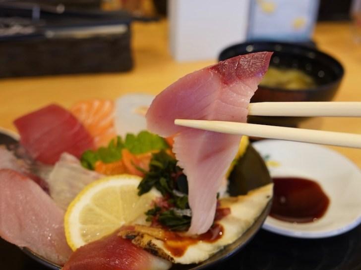 【海鮮丼 魚しん】はまち
