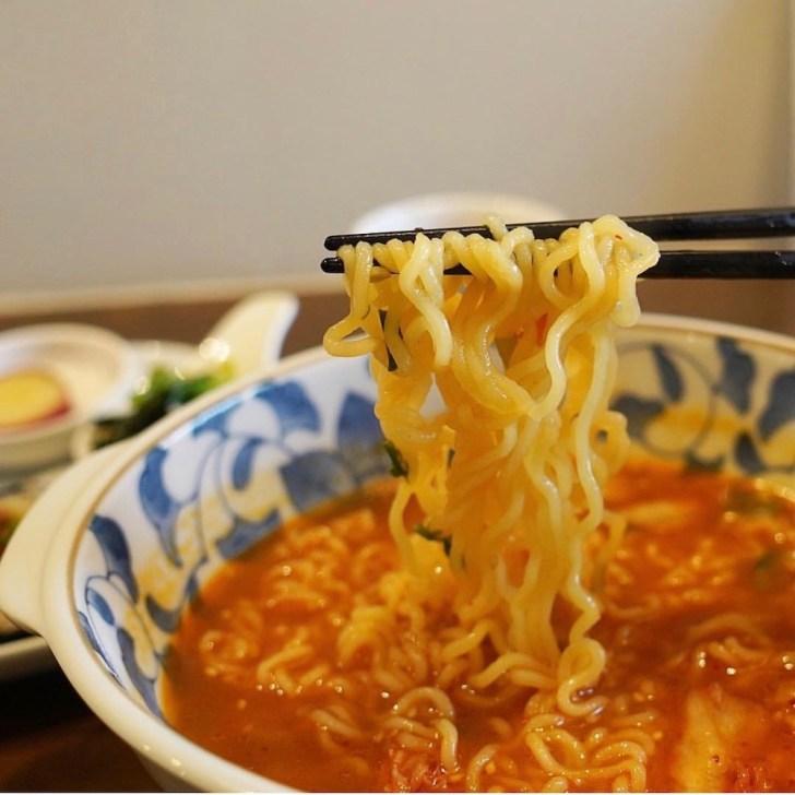 【ちゅんちゅん】ラーメンの麺