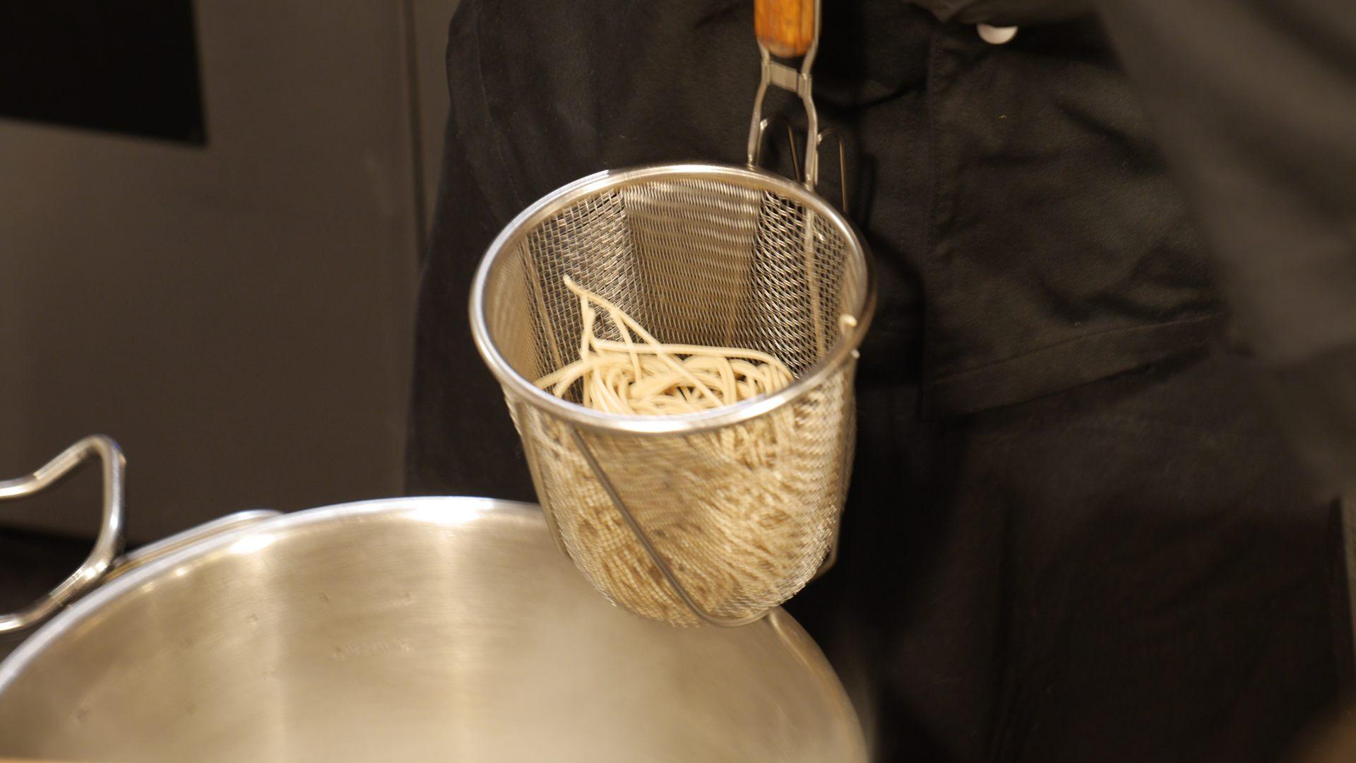 Tak gotuje się makaron w Akicie