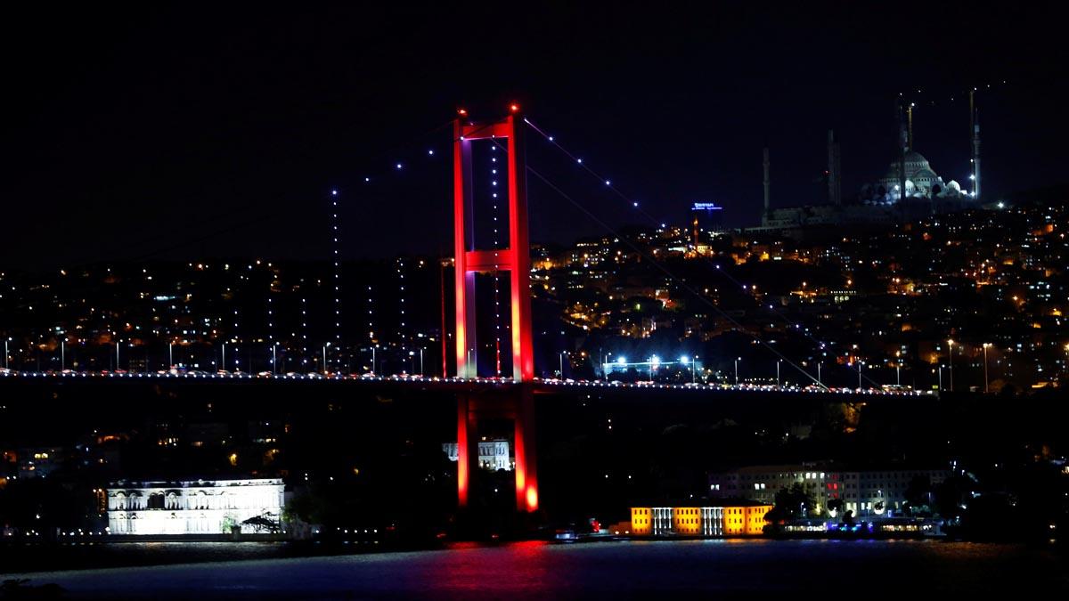 Ley marcial en Turqua el ejrcito cierra los puentes de