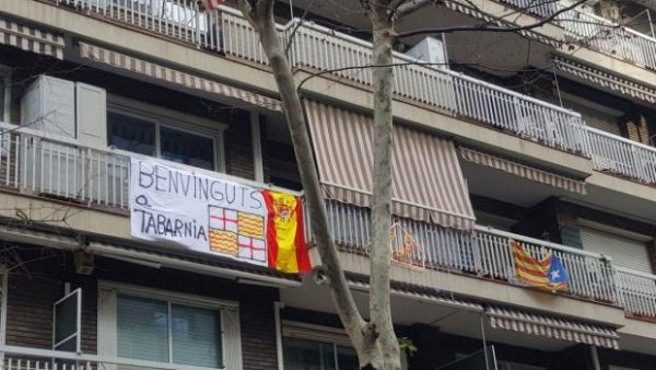 Los vecinos de Tabarnia combaten la propaganda separatista consentida por sus ayuntamientos