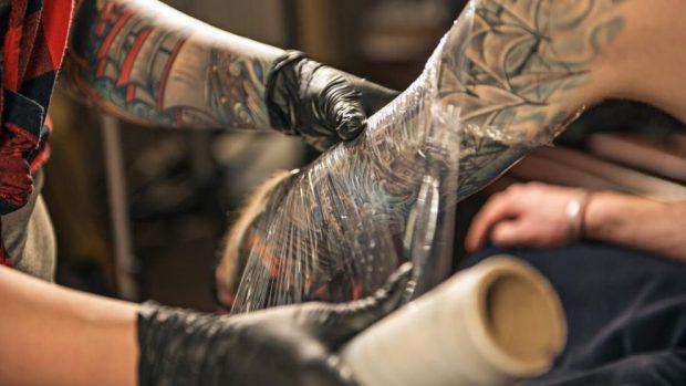 Cómo Curar Los Tatuajes Infectados Con Estos Pasos Y Consejos