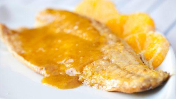 Lubina asada en salsa de limón
