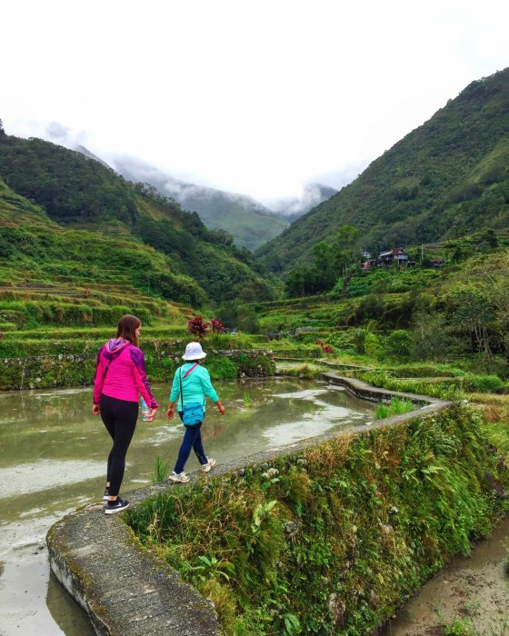 Hiking along rice terraces in Huandung.