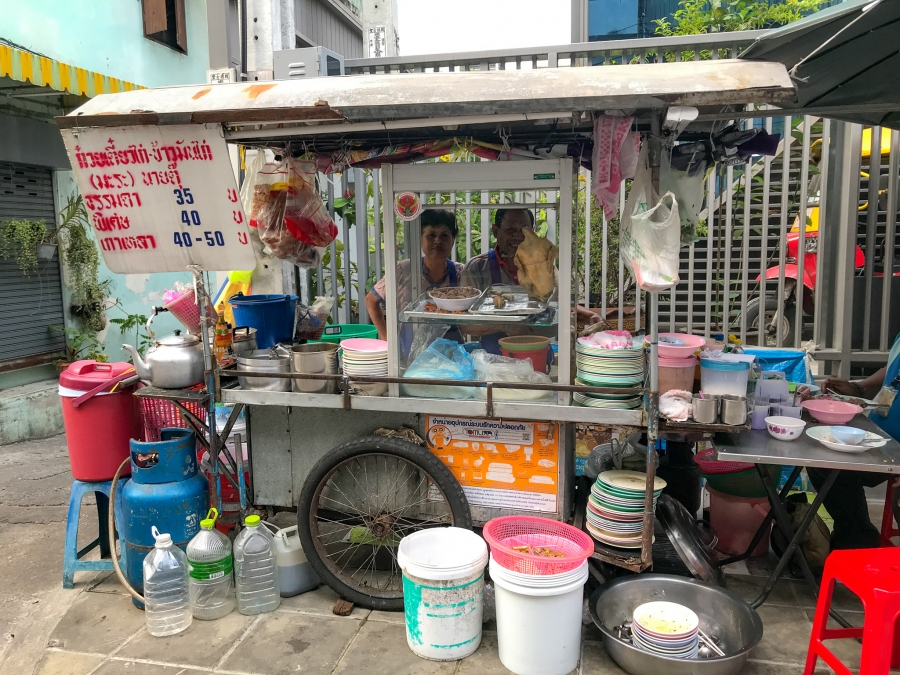 Khao Man Gai stand on Soi 43