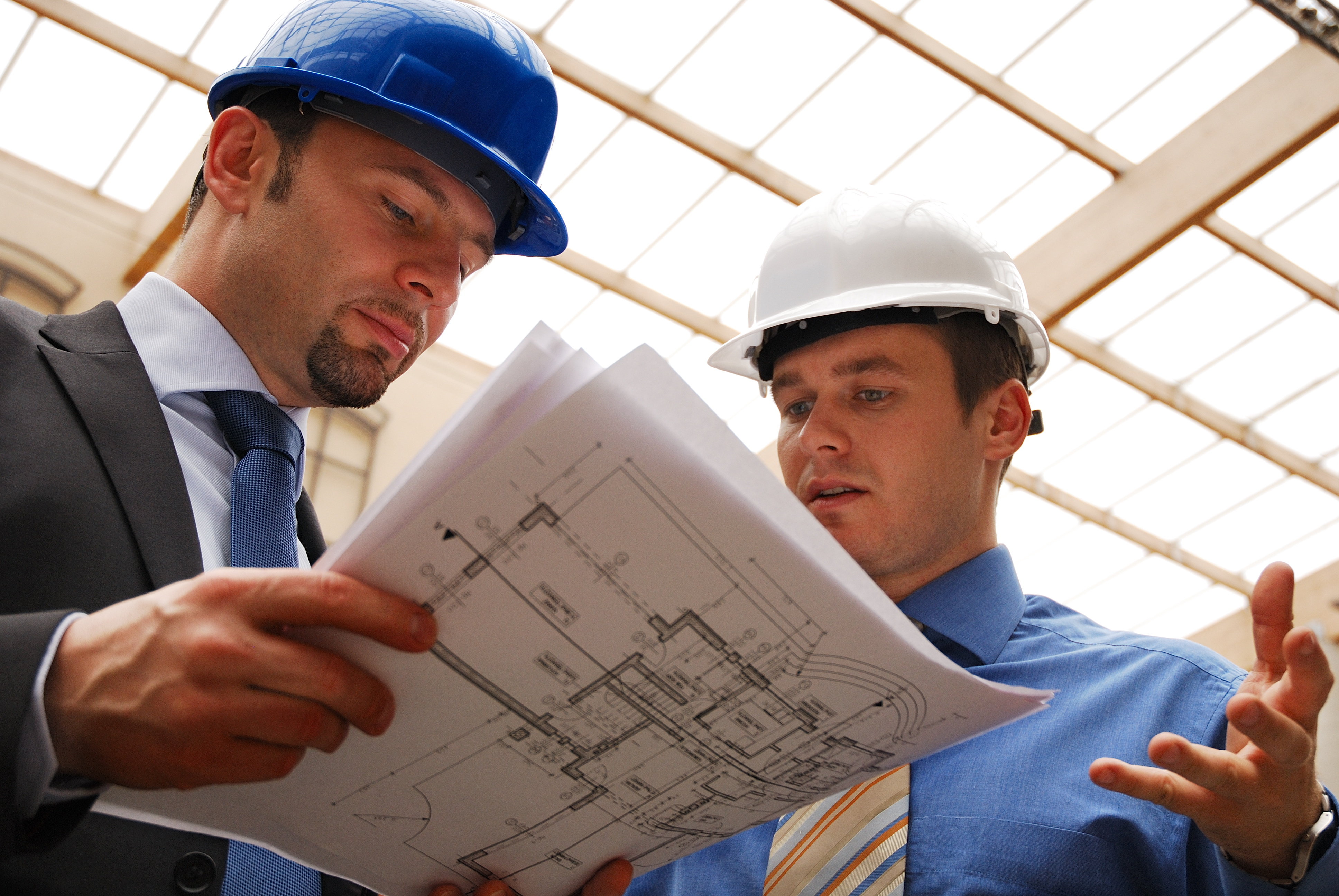 architect talking to investor over the blueprints