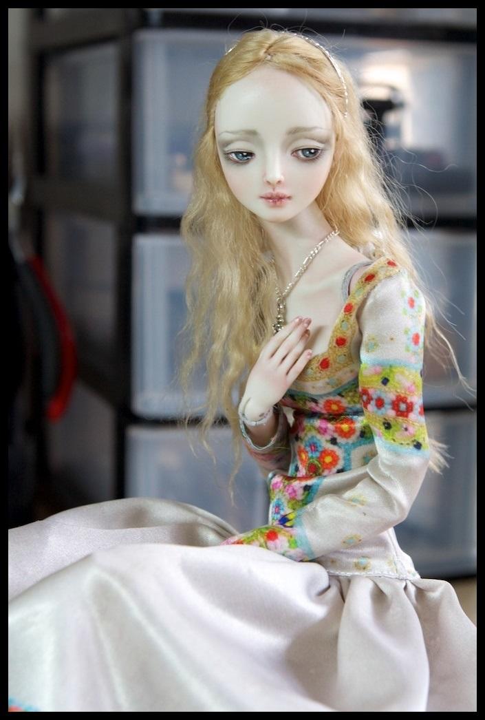 It's not the world of smiles: Enchanted Dolls by Marina Bychkova