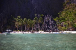 island hopping Secret Lagoon at El Nido, Palawan.