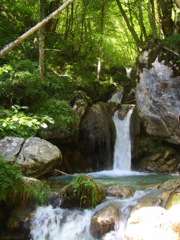 wodospad – przystanek w czasie raftingu