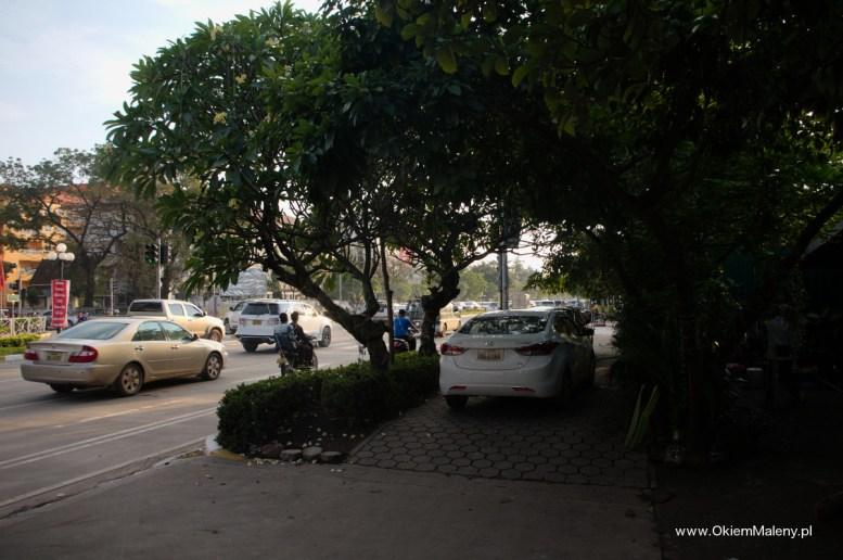 Laos, parkowanie aut