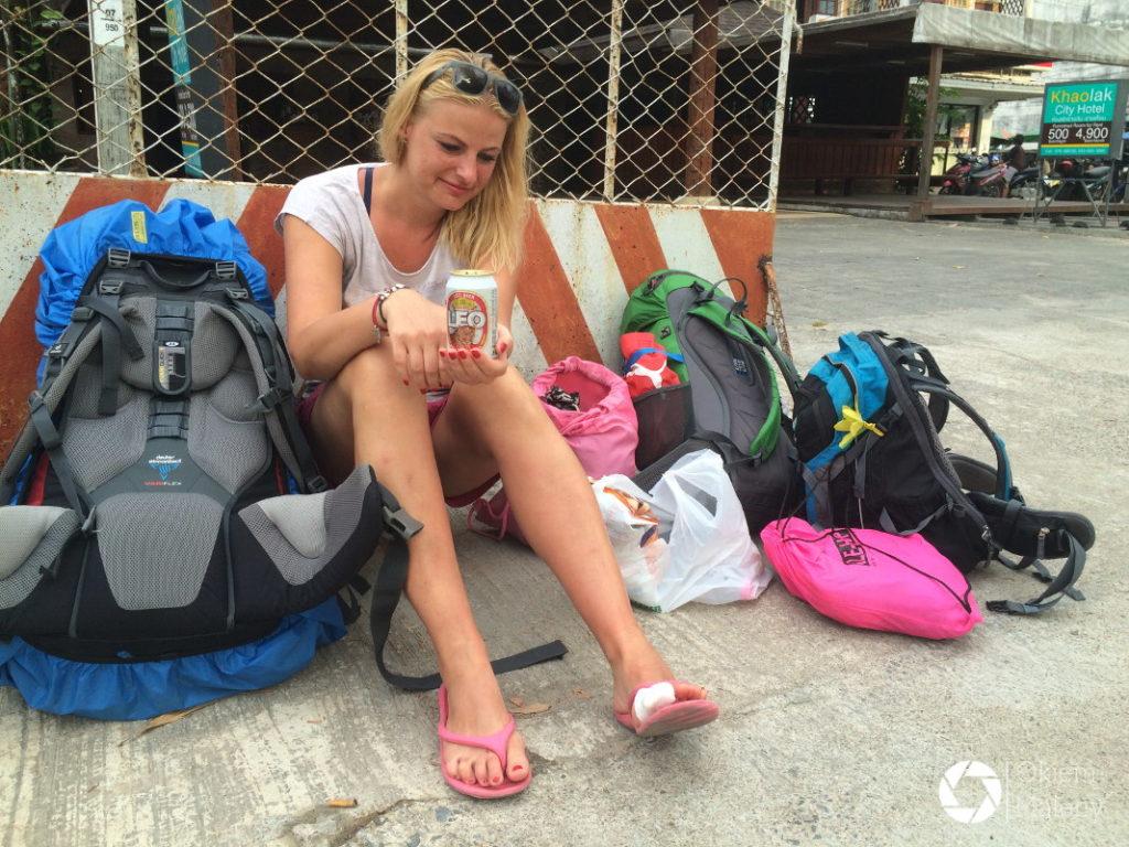 zraniony paluszek i oczekiwanie na autobus