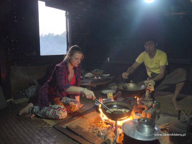 Birma gotowanie podczas trekingu
