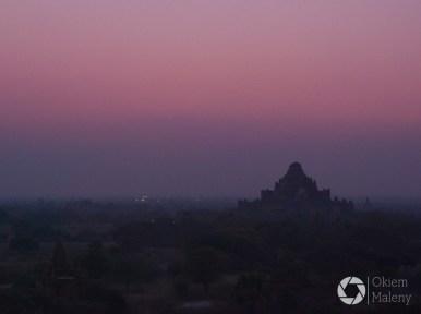 Bagan tuż przed wschodem słońca