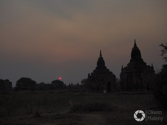 Bagan w świetle zachodzącego słońca
