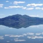 空まで映す鏡張り・クルエーン湖