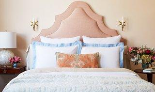 perfect bed pillow arrangement