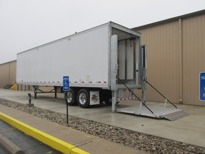 US Trailer Rental Sales Lease and Storage Buys Rents and Repairs All Commercial Trailers Reefers Flatbeds and Dry Vans image_20171206_043859_221