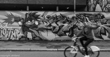 Man sykkel grafitti i Hausmania av Ørjan Liland