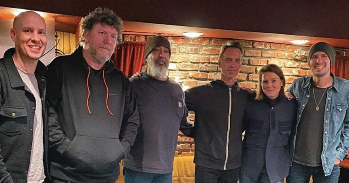 Soundgarden regravam clássicos com Brandi Carlile