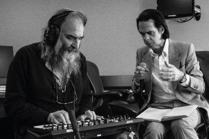 Nick Cave lança álbum com Warren Ellis; ouça agora