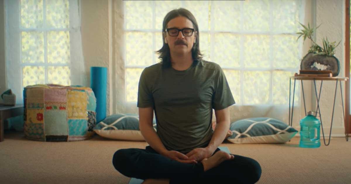 Weezer lança clipe que retrata a vida durante a pandemia