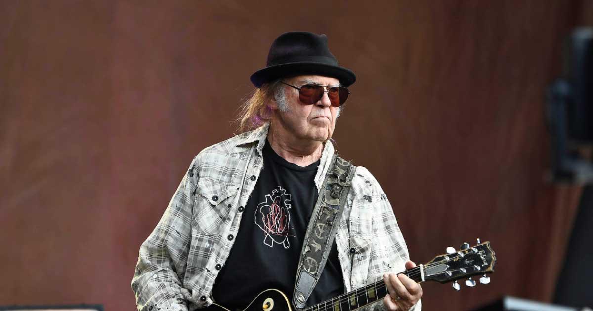 Neil Young trabalha em novo disco com a banda Crazy Horse