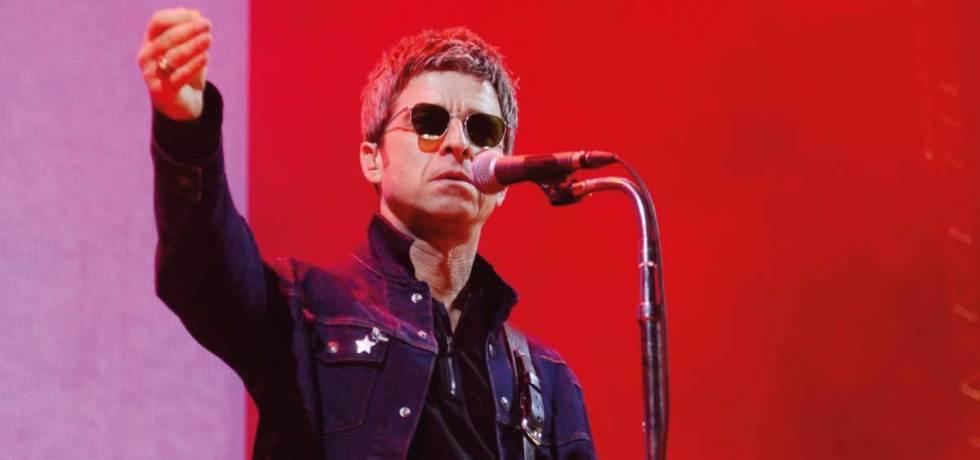 """Noel Gallagher resolve se vacinar depois de ser chamado de """"idiota"""""""