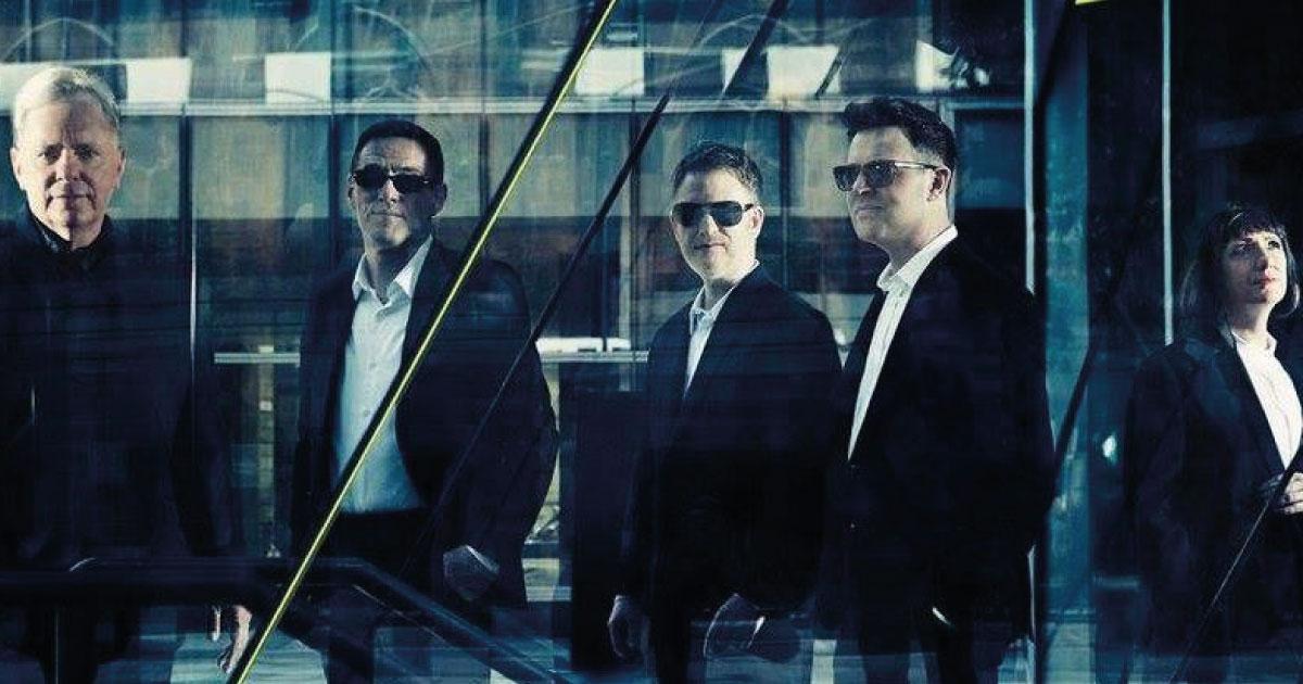 "New Order laça álbum com remixes do single ""Be a Rebel"""