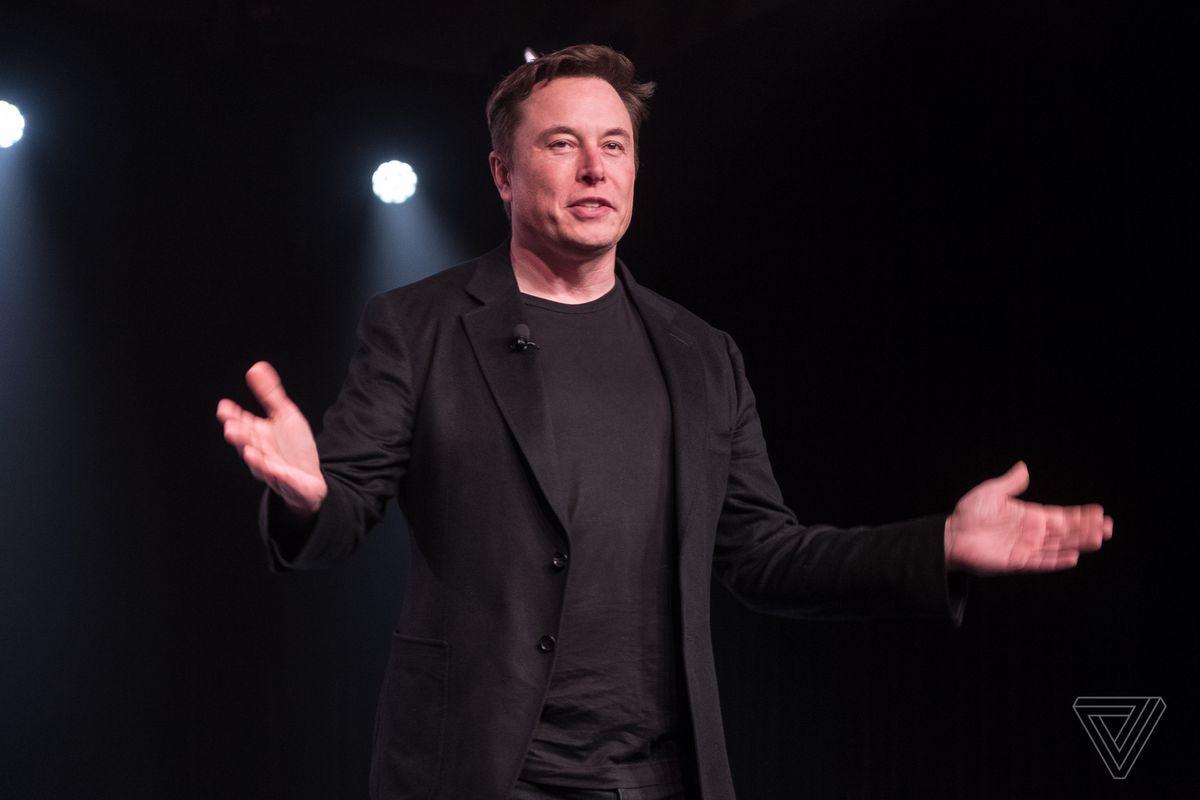 តើលោក Elon Musk ប្រវត្តិយ៉ាងណា និងមានលុយសរុបប៉ុន្មាន?