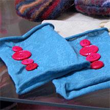 Handledsvärmare av strumpbyxor och knappar