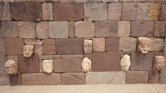 Glave u Tiwanaku hramu