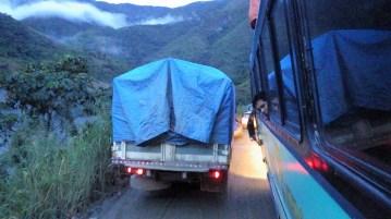 Cesta smrti do Rurrenabaquea. Naš bus ide u rikverc kako bi teretni kamion iz drugog smjera mogao proći.