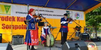 Reprezentanci Koła i Babiaku na Jarmarku Produktu Lokalnego w Sompolnie