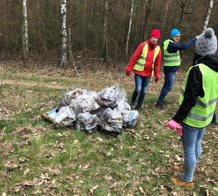 Posprzątali las w Dąbrowicach!