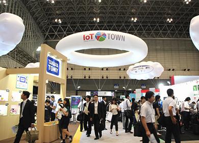 2016年開催の特別企画展示「IoTタウン」の様子