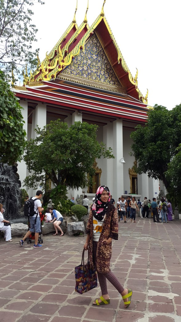 Di area depan reclining Buddha, Thailand