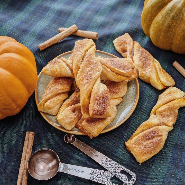 Pompoen-Croissant Twists