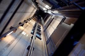 as3 - Asansör Düşerken Zıplanılsa Ne Olur ?