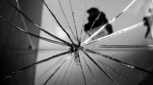 ayna2 300x168 - Ayna Kırılması Niçin Uğursuzluk Getirir?