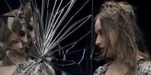 ayna3 300x149 - Ayna Kırılması Niçin Uğursuzluk Getirir?