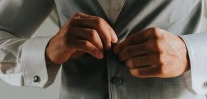 dugme3 300x144 - Erkeklerin Düğmeleri Niçin Sağdadır?