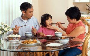 cinli4 300x187 - Çinliler yiyeceklerini niçin çubuklarla yerler?