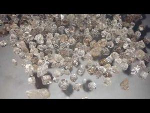 elmas3 300x225 - Elmas gibi değerli bir taş cam kesmede nasıl kullanılıyor?