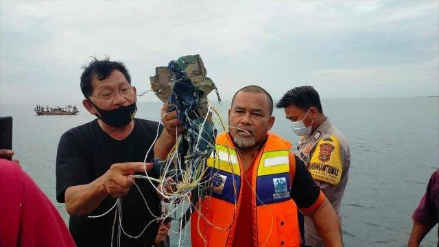 endonezyada yolcu ucagi denize dustu 1 yZjvV2qa - Endonezya'da yolcu uçağı denize düştü