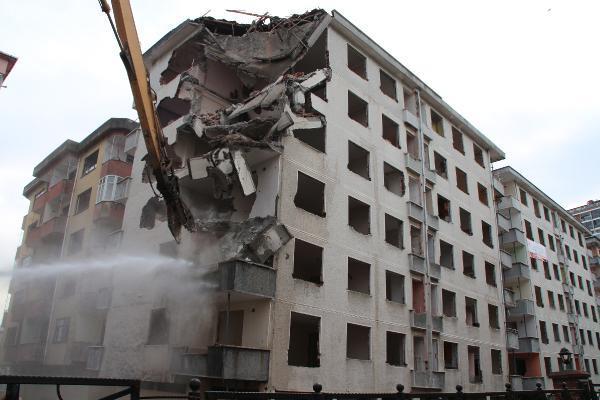 rizede pisa kuleleri olarak anilan egimli binalar yikiliyor 1 vULrePt9 - Rize'de 'Pisa Kuleleri' olarak anılan eğimli binalar yıkılıyor